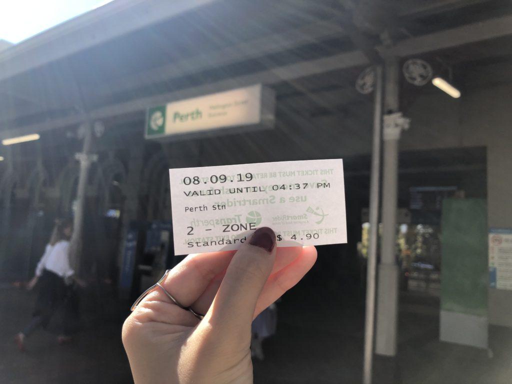 パース電車チケット